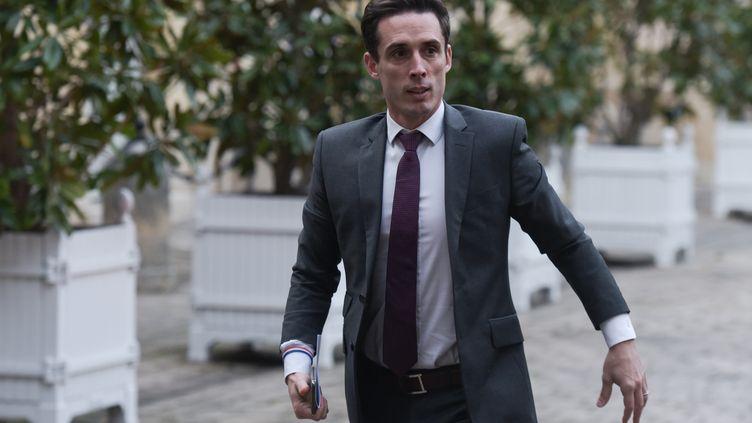 Le secrétaire d'Etat aux transports, Jean-Baptiste Djebbari, le 26 janvier 2020, dans la cour de Matignon (Paris). (LUCAS BARIOULET / AFP)