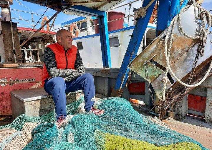 Lorenzo Nieddu, pêcheur de Porto Torres (Sardaigne), en avril 2021. (BRUCE DE GALZAIN / RADIO FRANCE)