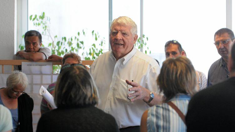 Laurent Spanghero s'adresse aux salariés de l'entreprise après la décision du tribunal d'accepter son offre de reprise du site de Castelnaudary (Aude), le 5 juillet 2013. (MAXPPP)