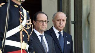 François Hollande et Laurent Fabius sur le perron de l'Elysée, le 24 juin 2015, à Paris. (ALAIN JOCARD / AFP)