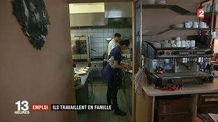 Les équipes de France 2 sont parties lundi 17 juillet à la rencontre de celles et ceux qui ont décidé de travailler en famille. (FRANCE 2)