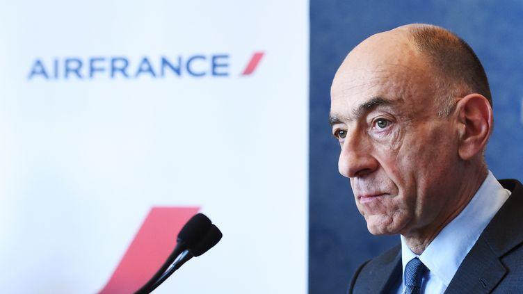 Le PDG d'Air France, Jean-Marc Janaillac, lors d'une conférence de presse le 20 avril 2018. (ERIC PIERMONT / AFP)