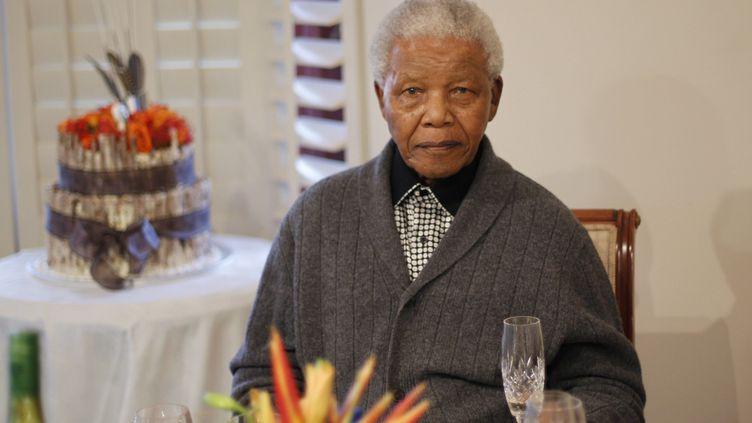 Nelson Mandela le jour de son 94e anniversaire le 28 juillet 2012 dans sa maison à Qunu, en Afrique du Sud. (SIPHIWE SIBEKO / REUTERS)