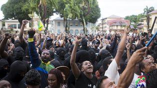 Des Guyanais réunis devant la préfecture de Cayenne, le 30 mars 2017. (CITIZENSIDE/GILLES MOREL)