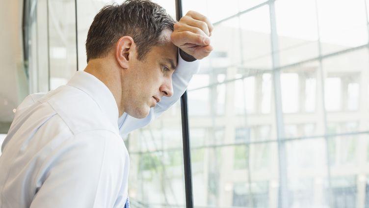 Selon un sondage paru le 18 novembre 2013,8,8% des salariés français déclarent ne pas aimer voire détester leur emploi. (MIKE KEMP / BLEND IMAGES / GETTY IMAGES)