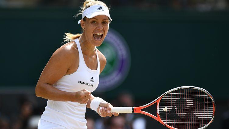 Angélique Kerber affrontera Serena Williams en finale de Wimbledon. (GLYN KIRK / AFP)
