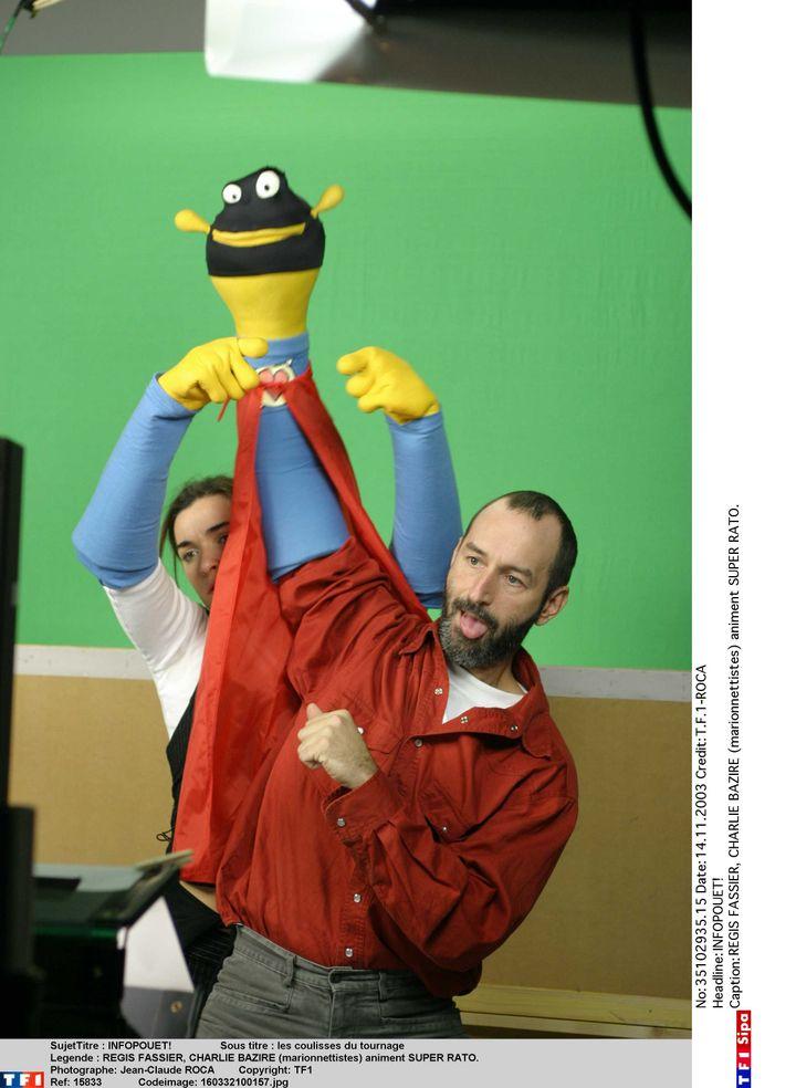 le marionnettiste française Régis Fassier anime Super Rato sur un plateau de TF1 en 2003. (T.F.1-ROCA / NUMERIQUE)