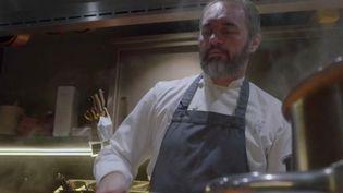 Solidarité : quand un chef étoilé cuisine pour les soignants (France 2)