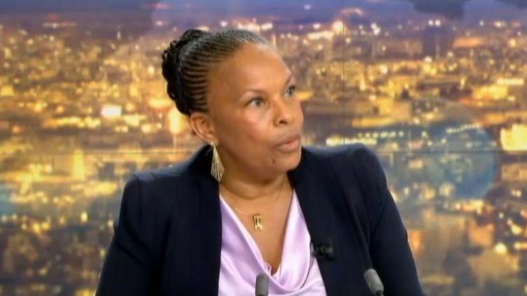 Christiane Taubira, ministre de la justice, sur le plateau du 20 heures de France 2, lundi 5 août 2013. ( FRANCE 2 / FRANCETV INFO)