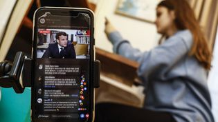 L'interview d'Emmanuel Macron au média Brut a été commentée en direct sur les réseaux sociaux. Photo d'illustration. (OLIVIER CORSAN / MAXPPP)
