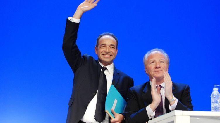 Jean-François COpé et Brice Hortefeux pendant le conseil national de l'UMP, le 28 janvier 2012, à Paris. (CITIZENSIDE.COM / AFP)