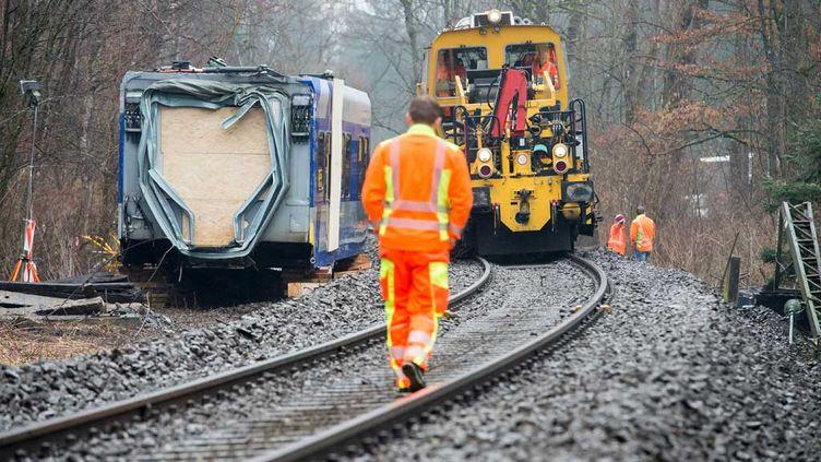(Sur les lieux de la collision entre deux trains le 9 février 2016, près de Bad Aibling, en Bavière © Peter Kneffel/dpa/picture-alliance/MaxPPP)