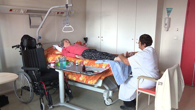 Réflexologie et aromathérapie : une infirmière dédiée au bien-être des patients
