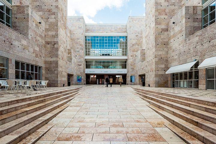 Le Centre culturel de Belem, près de Lisbonne, conçu par l'architecte italien Vittorio Gregotti. (GONZALES PHOTO/PAUL CRUDGE / MAXPPP)