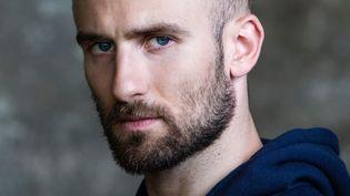 À 26 ans,François Alu a déjà dix ans de carrière derrière lui au sein de l'Opéra de Paris. Il écrit actuellement son premier seul en scène.  (Julien Benhamou)