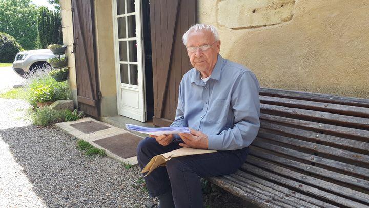 Bruno Dionisdu Séjour, le maire de Gajac,a reçu denombreuses lettres de soutien. (BENJAMIN MATHIEU / FRANCEINFO)