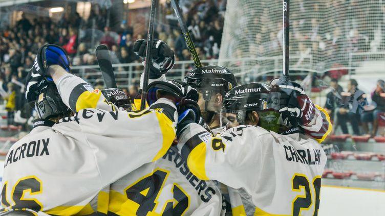 La joie des hockeyeurs de Rouen (CITIZENSIDE/LUDOVIC BEYAN / CITIZENSIDE.COM)