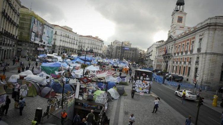 """Les """"indignés"""" place Puerta del Sol à Madrid le 30 mai 2011 (AFP - PEDRO ARMESTRE)"""
