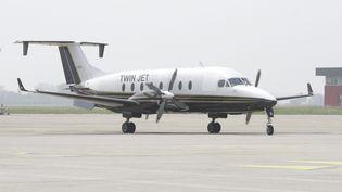 Un avion de la compagne Twin Jet sur le tarmac de l'aéroport de Strasbourg (Bas-Rhin), le 24 mai 2012. (MAXPPP)