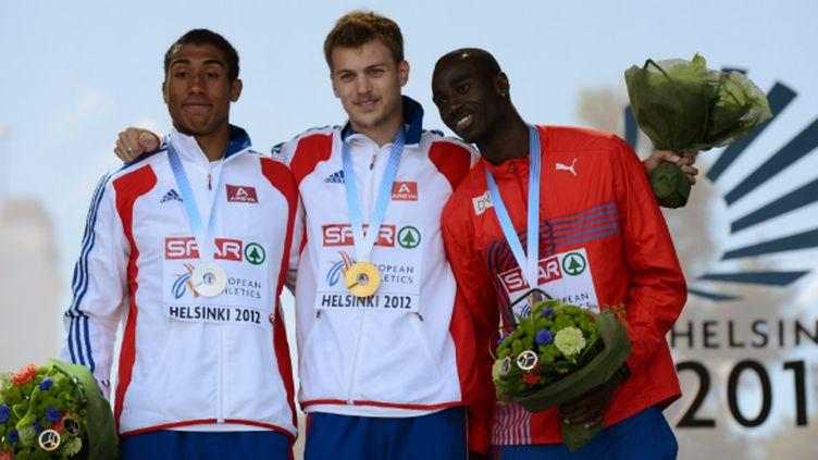 Jimmy Vicaut et Christophe Lemaître en compagnie du Britannique Harry Aikines-Aryeeteysur le podium du 100 m aux Championnats d'Europe d'Helsinki