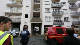 L'entrée du 10 rue Richelieu, à Pau (Pyrénées-Atlantiques) où s'est déroulé le drame, le 10 juillet 2018. (LE DEODIC DAVID / MAXPPP)