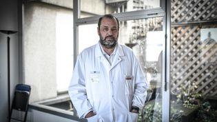 Renaud Piarroux, épidémiologiste et chef du service de parasitologie à l'hôpital de la Pitié-Salpêtrière à Paris, le 10 novembre 2020. (STEPHANE DE SAKUTIN / AFP)