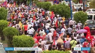 Des manifestants défilent à Mayotte. (FRANCE 3)