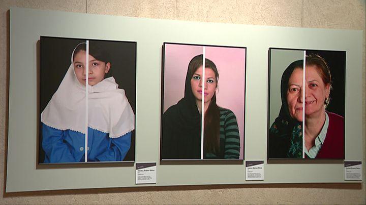 Lida GHODSI (Téhéran, Iran, 1970), Intérieur, Extérieur Téhéran, Photographies sur dibond, Lyon, Musée des Confluences (M. Zammit / France Télévisions)