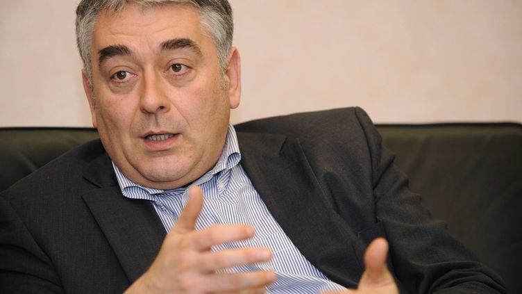 Gilles Bourdouleix, le député-maire UDI de Cholet, le 29 janvier 2010 dans son bureau à Cholet(Maine-et-Loire). (DAVID ADEMAS / MAXPPP)