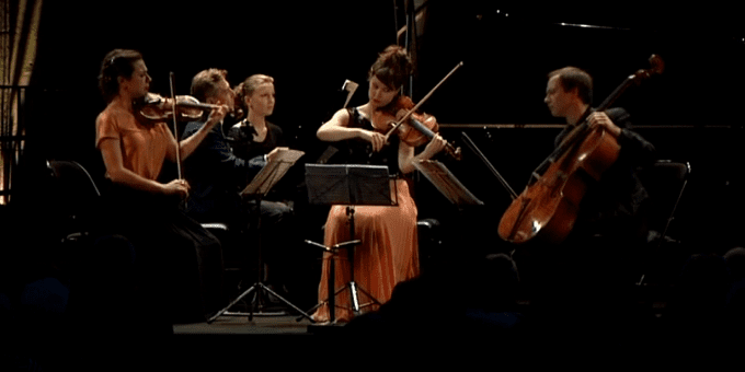 Henri Demarquette, Michel Dalberto, Sarah Nemtanu et Lilli Maijala partagent la scène dans l'Abbatiale.  (Culturebox / France 3)