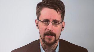"""Edward Snowden lors d'une vidéo-conférence à Berlin, l'occasion du lancement de ses Mémoires, """"Permanent Record"""", le 17 septembre 2019. (JORG CARSTENSEN / DPA / AFP)"""