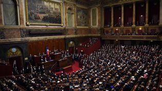 Les parlementaires réunis en Congrès à Versailles, le 16 novembre 2015, par le président François Hollande. (STEPHANE DE SAKUTIN / AFP)