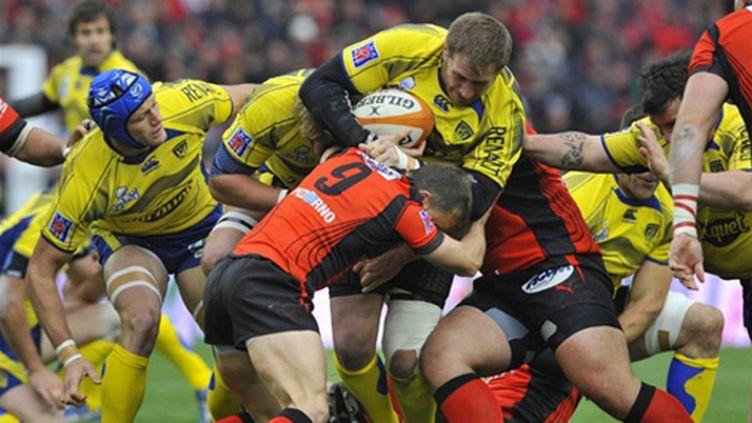 Elvis Vermeulen (Clermont) sonne la charge face à Pierre Mignoni (Toulon)