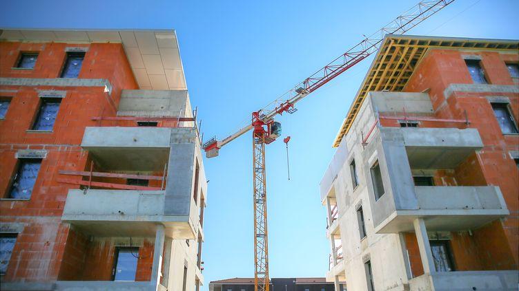 Le chantier interrompu d'un programme résidentiel à Valence (Drôme), le 10 avril 2020. (NICOLAS GUYONNET / AFP)