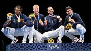 L'équipe de France masculine de fleuret est devenue championne olympique à Tokyo, le 1er août. (FABRICE COFFRINI / AFP)