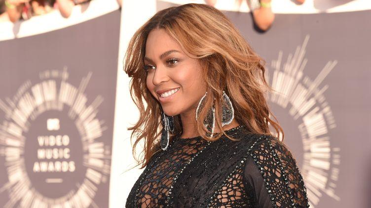 La chanteuse Beyoncé lors des MTV Vidéo Music Awards, le 24 août 2014, à Inglewood (Etats-Unis). (JASON MERRITT / GETTY IMAGES / AFP)