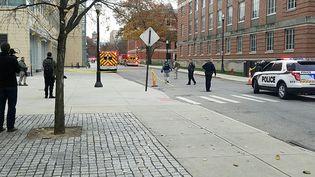 La police sécurise lecampus de l'université de l'Ohio à Columbus, aux Etats-Unis, lundi 28 novembre 2016. (THE LANTERN / AFP)