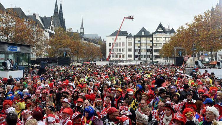 Une place de Cologne (Allemagne) durant le carnaval 2014.  (Patrik Stollarz / AFP)