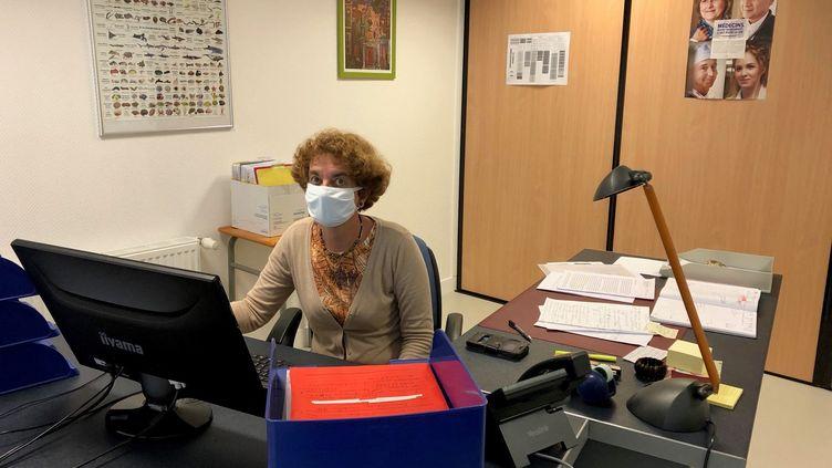 Dr Marianne Barré, médecin scolaire à Montargis (Loiret), dans son centre médico-scolaire, le 1er octobre 2020. (ALEXIS MOREL / FRANCE-INFO)