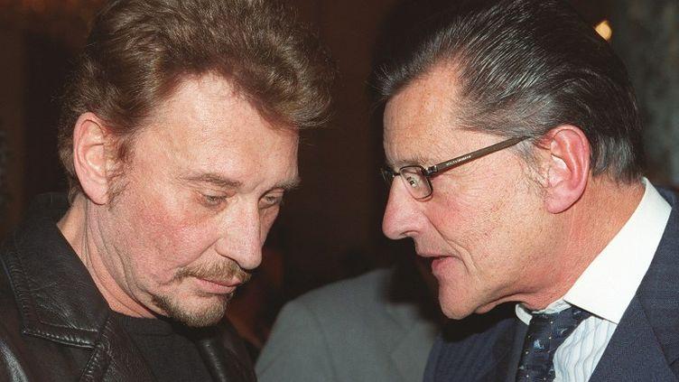 Jean-Claude Camus, producteur pendant 30 ans de Johnny Hallyday, ici avec le chanteur en 1999 (JEAN-PIERRE MULLER / AFP)