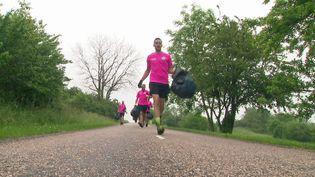 """Courir tout en ramassant des déchets, une action de """"plogging"""" s'est déroulée à Gripport en Meurthe-et-Moselle (France 3 Grand Est)"""