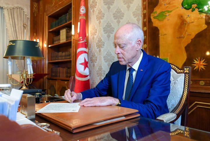 Le président tunisien, Kaïs Saïed, à son bureau au palais de Carthage, près de Tunis, le 2 janvier 2020 (CHINE NOUVELLE/SIPA / XINHUA)