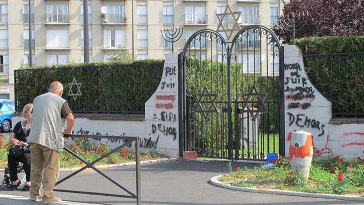 (Les menaces propos, gestes, tracts, courriers, inscriptions antisémites sont en hausse de 79%, selon le SPCJ © Maxppp)