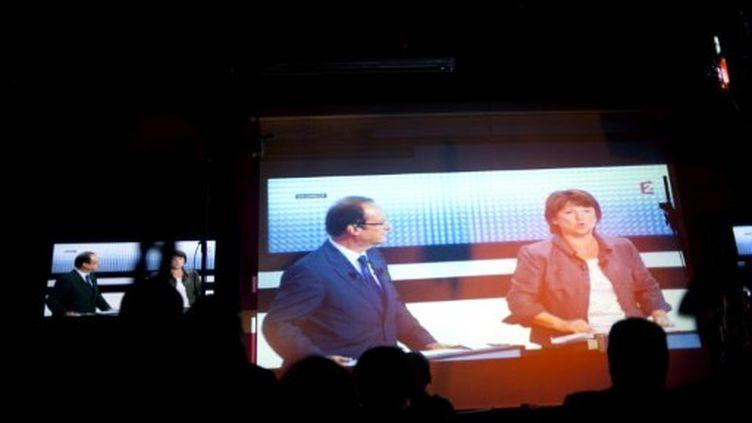 Les deux concurrents à la primaire PS, Matrine Aubry et François Hollande. (FRED DUFOUR / AFP)