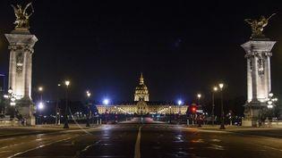 L'Esplanade des Invalides lors du couvre-feu, le 18 octobre 2020 à Paris. (DOMINIQUE BOUTIN / AFP)