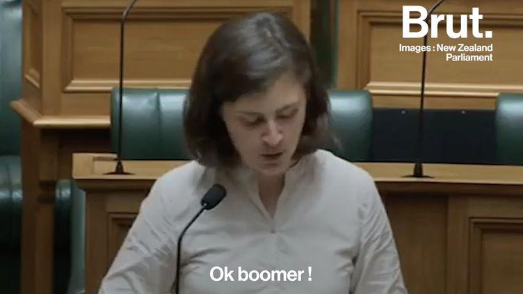 """VIDEO. """"Ok boomer !"""" : la réponse cinglante de Chlöe Swarbrick en plein Parlement néo-zélandais (BRUT)"""