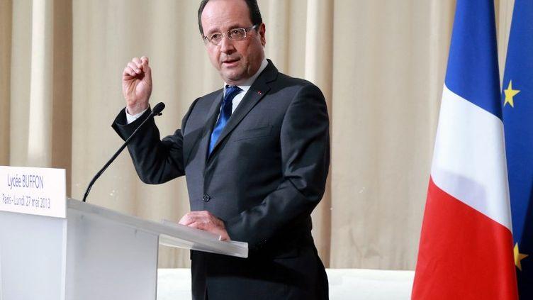 François Hollande lors d'une visite au lycée Buffon, à Paris, lundi 27 mai 2013. (PIERRE VERDY / AFP)