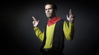 Jul habillé comme son héros Lucky Luke en 2016, époque à laquelle il reprend l'écriture de la série (JOEL SAGET / AFP)