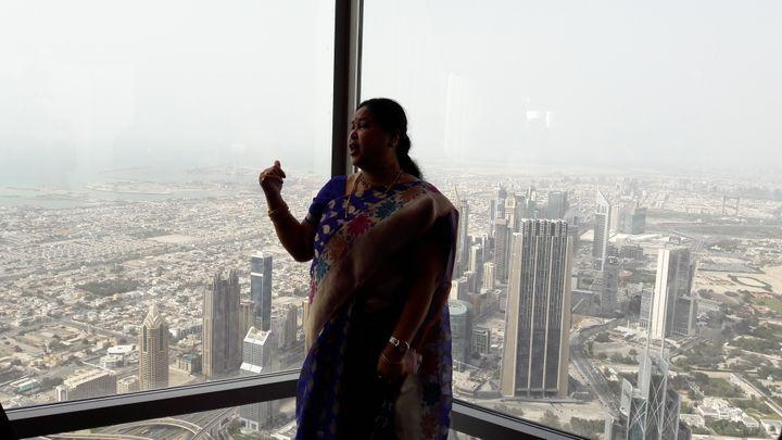 Dubaï vu d'en haut, avec, au loin, la mer. (CÉLIA QUILLERET / RADIO FRANCE)