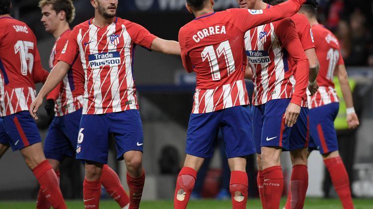 Fernando Torres (Atletico Madrid) félicité par ses coéquipiers.